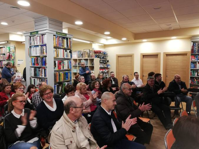 Público en la presentación del libro